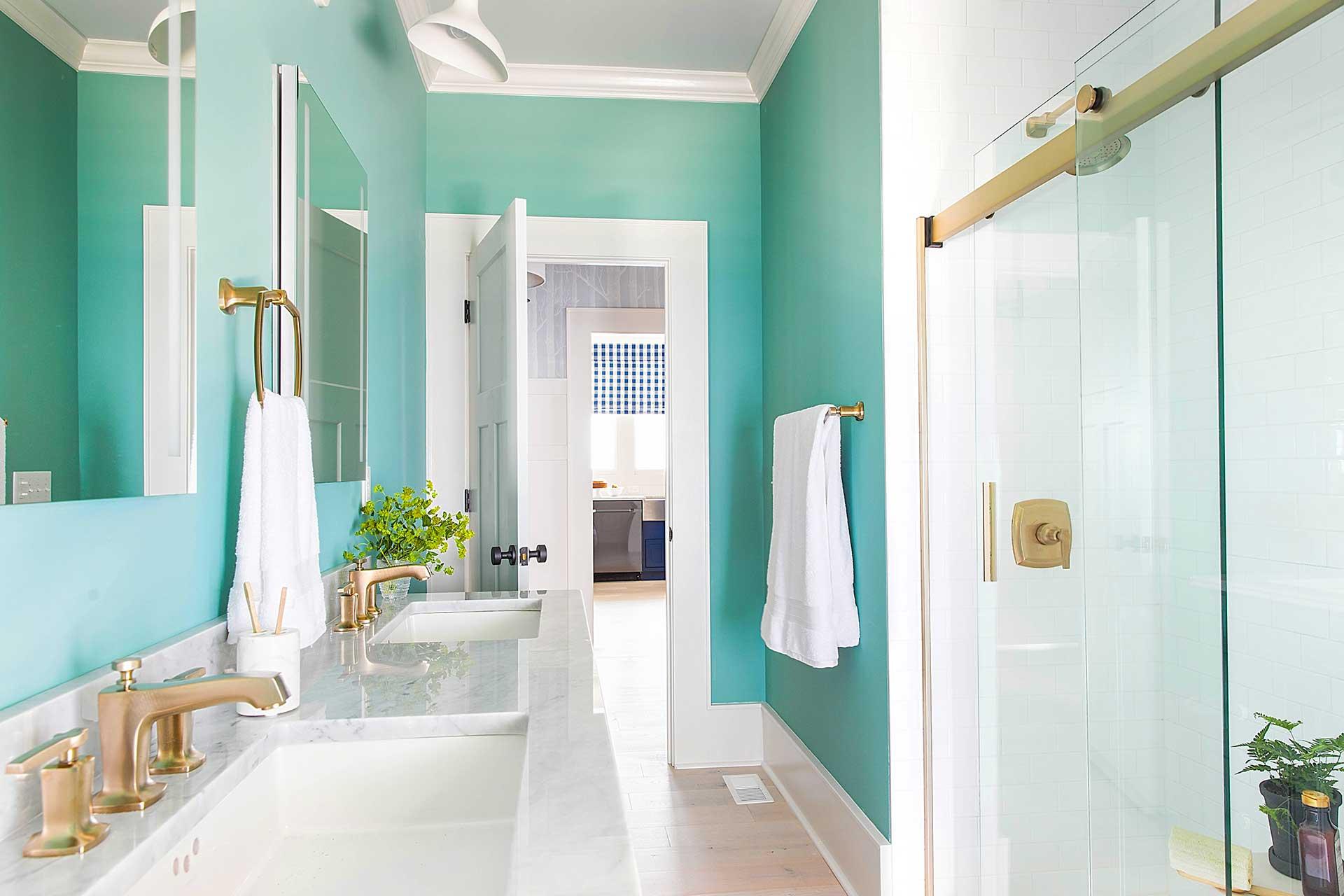 https://opendoorarchitecture.com/wp-content/uploads/2020/07/15_HGTV-Urban-Oasis-2017-Guest-Bathroom.jpg